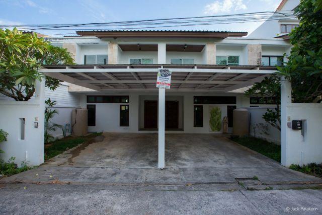 ขายบ้านทาวน์โฮม 4 ชั้นซีวิวอ่าวฉลอง(บ่อแร่)เนื้อที่ 32 ตร.วา ขาย 4.9 ล้าน